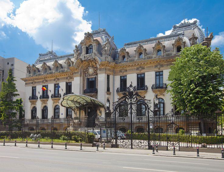 """Der Cantacuzino Palast / Das """"George Enescu"""" Museum in Bukarest.  Architekt: I. D. BERINDEI; Adresse: Calea Victoriei 141 Der ehemalige Cantacuzino Palast wurde im Jugendstil für Premierminister Gheorghe Grigore Cantacuzino zwischen 1901 und 1903 erbaut. George Enescu, der berühmte rumänische Komponist, wohnte hier mir seiner Gattin Maria Cantacuzino, der Nichte Griogores Cantacuzino. Seit 1956 ist es nun das George Enescu Museum."""