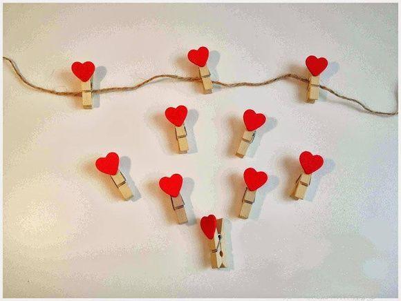 Varalzinho Pregador para casamento.10 pregadores+ 1 metro de barbante.Tamanho de cada pregaro 4,0 cm Cores disponíveis:Vermelho,rosa e branco. R$ 10,00