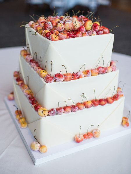 Cherries on your wedding cake - yes please! #weddingcake #summerwedding {MiraBella Confections}