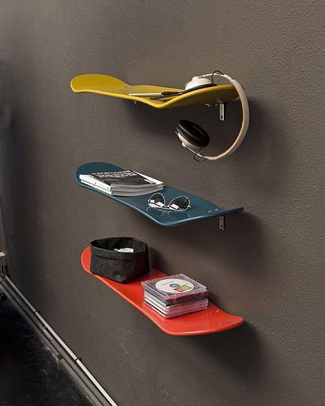 Inspiração: Shapes de skate para prateleiras. www.ideiasdiferentes.com.br  Envie sua ideia aqui no @ideiasdiferentes ou no ricardo@ideiasdiferentes.com.br  Imagem da Web - *conteúdo não próprio.