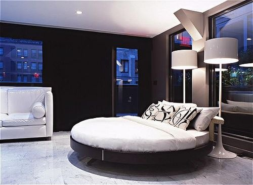 Modern decor at the Night Hotel in NYC. #roundbed #blackandwhite #modernRound Beds, Bedrooms Modern, Hotels Design, Guest Bedrooms, York Cities, Boys Bedrooms, Design Night, New York, Night Hotels