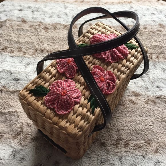 """Vintage Tommy Hilfiger Straw Handbag Adorable and unique vintage handbag! Great condition and clean inside. Height 5.5"""", Length 8"""". Tommy Hilfiger Bags"""