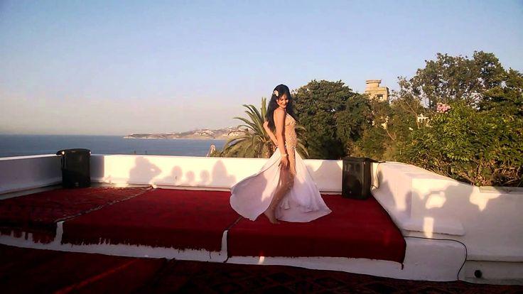NOOR, STAR MAROCAINE DE DANSE ORIENTALE  Video  Description NOOR DANSE POUR LE MARRIAGE DUN CELEBRE COUPLE AMERICAIN A TANGER  DANS LA VILLA D 'YVES SAINT LAURENT . 6 AOUT 2014  - #Vidéos https://virtualfitness.be/videos/dance-tips-video-noor-star-marocaine-de-danse-orientale/