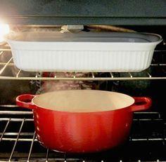 Αφήστε το νερό και την αμμωνία μέσα στο φούρνο όλο το βράδυ.