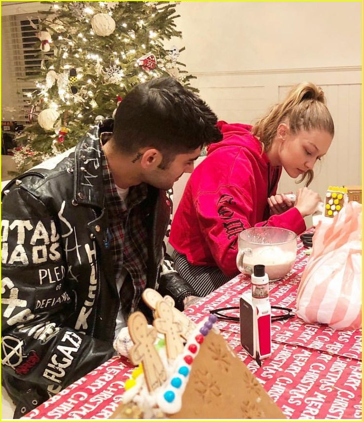 Gigi Hadid & Zayn Malik's Families Celebrate Christmas as One!