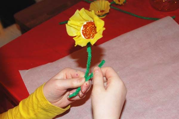 Plastic bottle top spring flowers tissue paper bottle for How to make bottle cap flowers