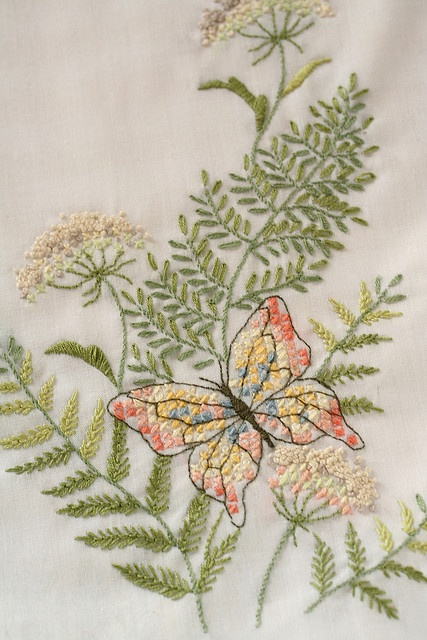 Beautiful embroidery... must try this sometime