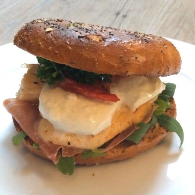 Double Tap if you love a #buildupbagel ☺️ #foodie #bagel #90daysssplan #leanin15 #instacook