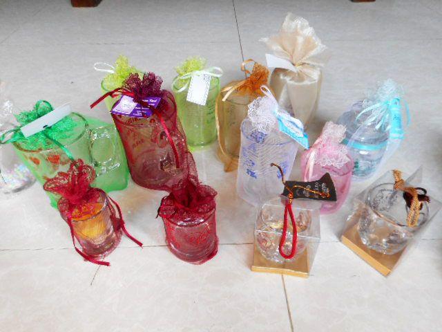 gambar souvenir pernikahan murah unik berupa gelas atau pecah belah