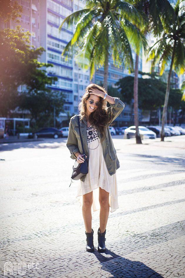 RIOetc | Inverninho carioca | Bota, vestido, casaco leve e óculos de sol fazem parte do inverno do Rio.