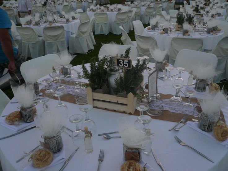 center piece, με ξυλινο καφασακι με μυρωδικα, λαμπογυαλο με κερι , μπομπονιερα με vintage φαναρακι και παραδοσιακα γλυκα,..