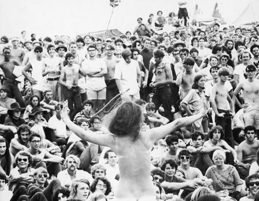 Woodstock 1969 Women Nake  Naked Young Woman Stands Up -4676