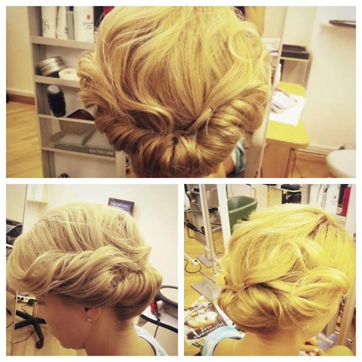 SUMMER UPDO un par lejer prins foarte usor Roxana / Beauty District #beautysalon, #beautydistrict, #haircut, #hairstyle, #hair, #haircolor, #longhair, #longhairstyle, #fashion