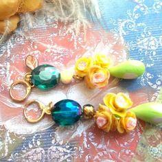Boucles d'oreilles pendantes roses jaune cristal et verre filé