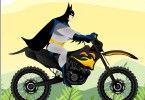 Batman conduce o motocicleta