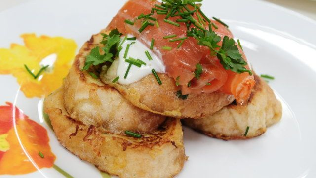 Ziołowe francuskie tosty z wędzonym łososiem i kremem - przepis | Gotuj z pasją z Kulinarnymi!