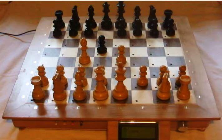 Raspberry Pi based Computer Chess Board