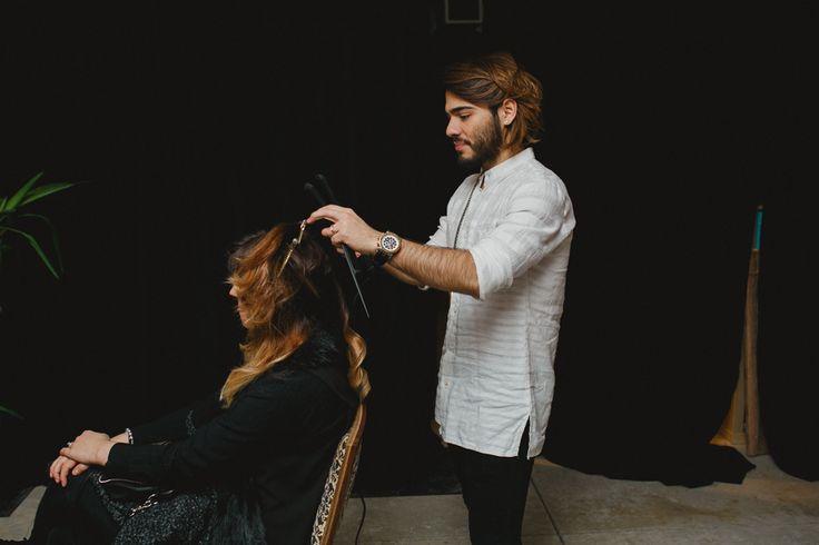 Stylist Gabo doing a bridal hair consultation at the Wedding Co Market in Toronto Feb 22 2015 photo by www.nivshimshon.com