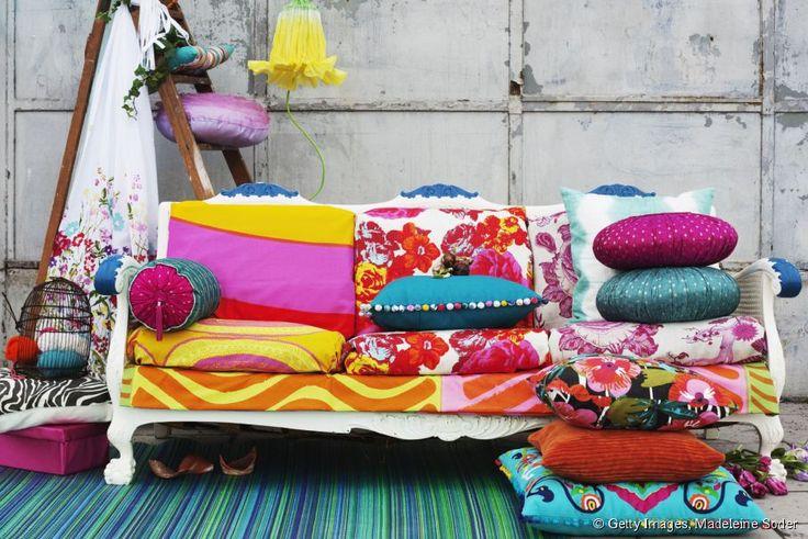 Coussins, boutons, peinture... Qu'allez-vous utiliser pour relooker votre canapé ?