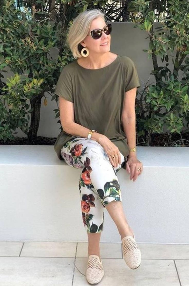 40 spring outfits for women over 50 White pants spring outfits for over 50 , 40 Spring Outfits for Women Over 50 , Fashion for Over 40 & 50 Source by outfitstyless. Over 60 Fashion, Mature Fashion, Over 50 Womens Fashion, Fashion Over 50, Mode Outfits, Stylish Outfits, Fashion Outfits, Fashion Trends, Travel Outfits