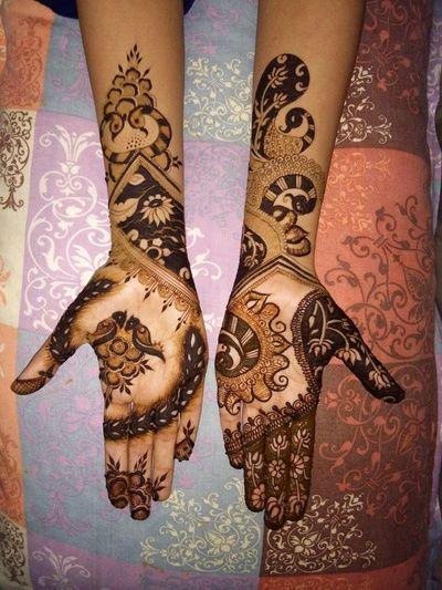 Mehendi Designs - Minimalist Unique Mehendi Design by Ravi Rajasthani | WedMeGood #wedmegood #Indianbride #indianwedding #mehendi #mehendidesign #unique