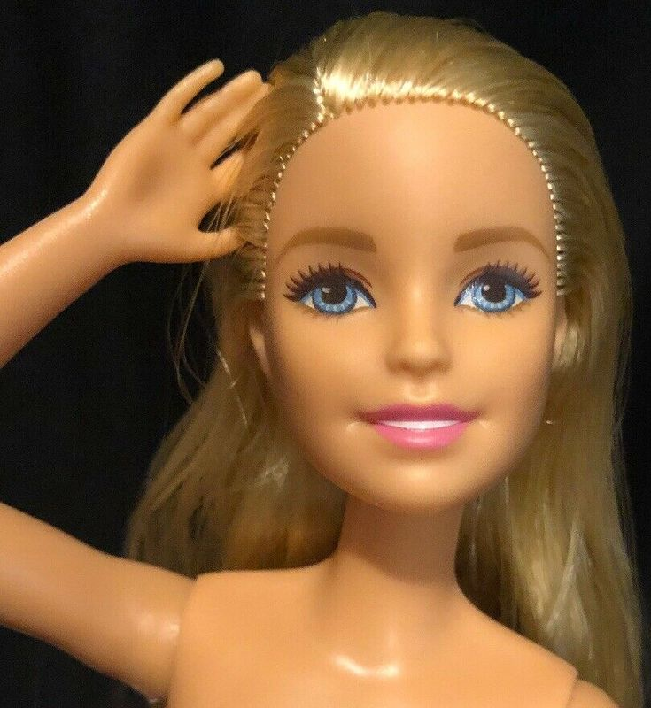 NUDE Photo Galleries: Barbie