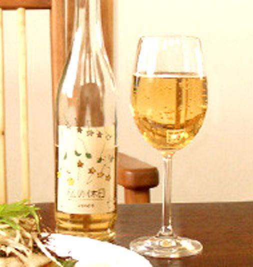 【私の休日(白)シャルドネ 495ml(6本入)】イタリア産ワイン専用ぶどう「シャルドネ」で作ったスパークリング果実飲料。 綺麗な黄金色、上品でバランスの良い甘味と酸味が特長です。食品添加物・砂糖不使用。商品ページ→ http://tombo.shops.net/item?itemid=21943