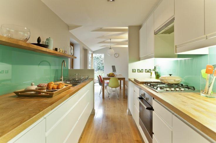 cocina con salpicadero de color verde