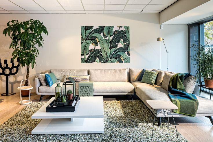 Design on Stock hoekbank Byen Lounge gecombineerd met karpet Spring en Ixxi aan de muur