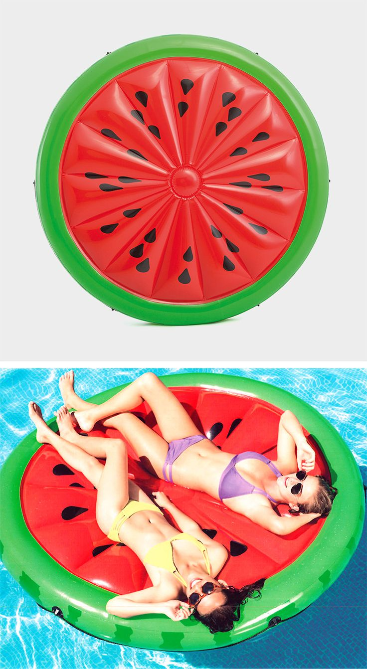"""Für einen außergewöhnlichen Touch im Pool oder im Meer: Die Schwimminsel """"Watermelon Island"""" ist ein wunderbarer Eyecatcher. Da kommt Freude auf ;-) #pool #meer #schwimmbecken #wassermelone #melone #luftmatratze #fun #stuff #accessories"""