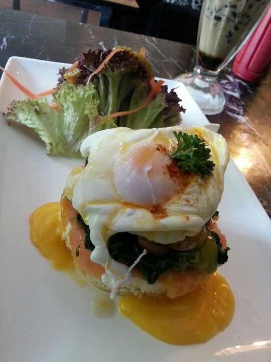 Eggs benedict from Bello Cafe