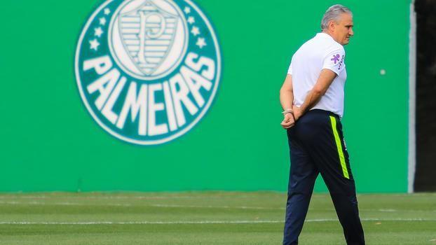 Mais de 11 anos depois, Tite voltou a pisar na Academia de Futebol para comandar um treinamento. Ex-treinador do Palmeiras, o gaúcho trabalhou com a Seleção Brasileira nos últimos dias no CT alvive...