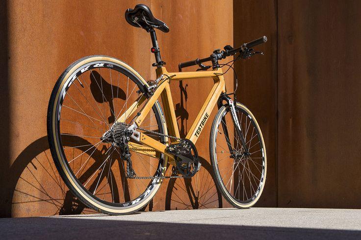 Bicicleta cu cadru de lemn produsă în România - Foto: Andrei Creangă igloo.ro
