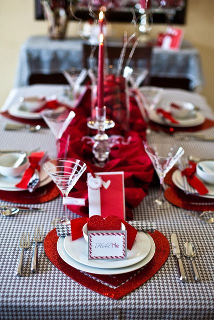 Valentine's Day table #red #valentines #hearts #table #setting #centerpiece