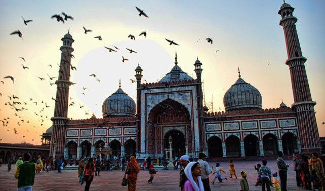 Dżami Masdżid, czyli Meczet Piątkowy, to największa budowla sakralna w Indiach!   Po więcej informacji i ciekawostek, zapraszamy: http://loty-do-delhi.pl