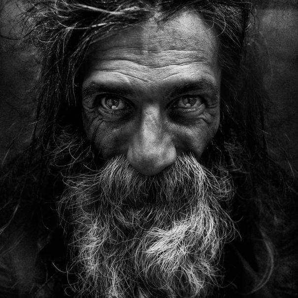 BoredPanda His collection of black and white portraits of homeless people is unique and stunning. He depicts a glimpse of hope in the eyes of his subjects. Simply touching… Lee Jeffries