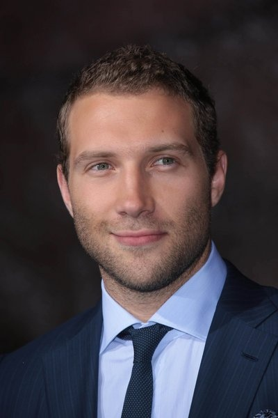 Jai Courtney my new Hollywood crush and he's even my age. Swoon.