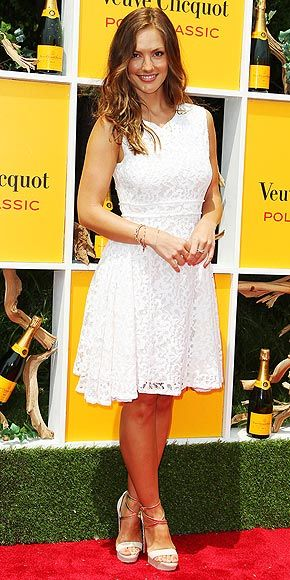 Um, why don't we look this gorgeous on hot summer days? Minka Kelly kills it at the Veuve Clicquot Polo Classic in NJ.