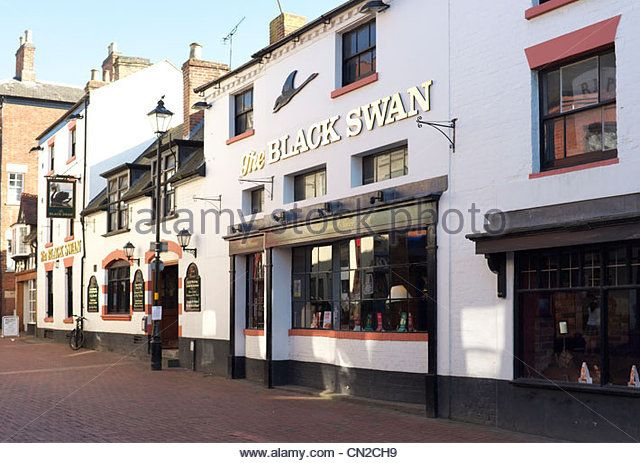 """Rugby town center pubic house """"The Black Swan"""", The Midlands, Warwickshire, United Kingdom - Stock Image"""