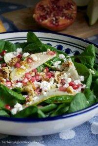 Insalata di spinacini, pere, melograno, feta e noci