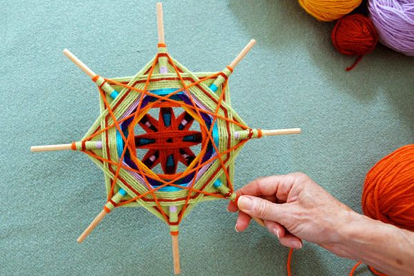 Ojos de Dios, with links to full tutorial. Beautiful!