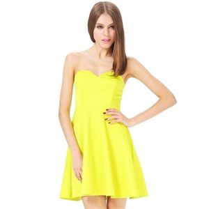 Yellow V Wire Strapless Loose Dress   berlinmo
