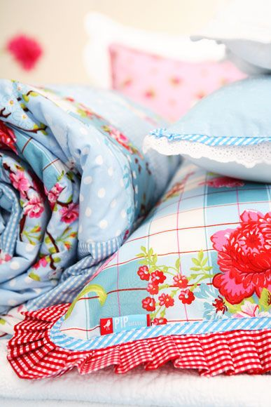 Love the Gingham piping - great idea for baby quilts, beautiful color combination and idea