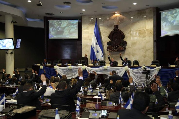 Honduras: Tres reformas políticas propone el Partido Nacional La institución política llevará negociaciones para la forma de escoger a los diputados. La oposición también tiene sus propuestas y lamenta que no se hayan discutido antes. El Congreso Nacional discutirá las reformas electorales para aplicar en el próximo proceso.