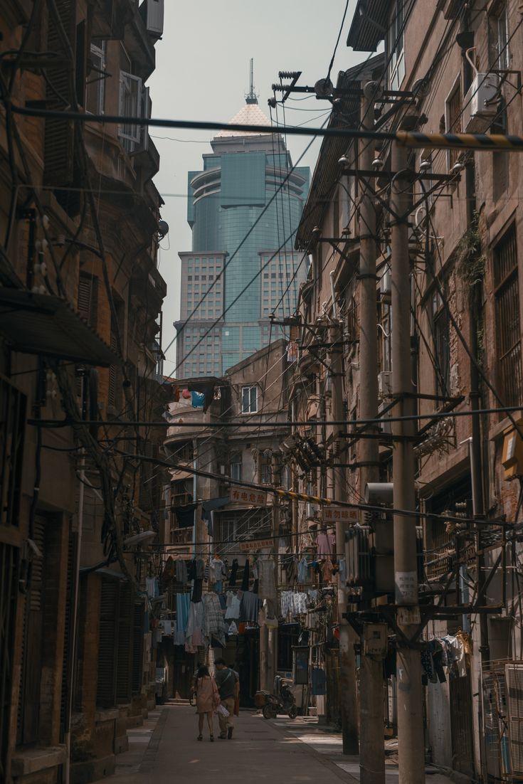 Old neighborhood in Wuhan [OC][4192x7360]