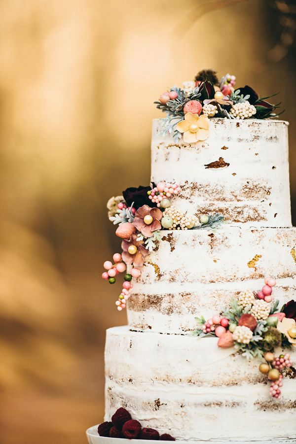 pretty fall wedding cake with thin layer of buttercream @myweddingdotcom