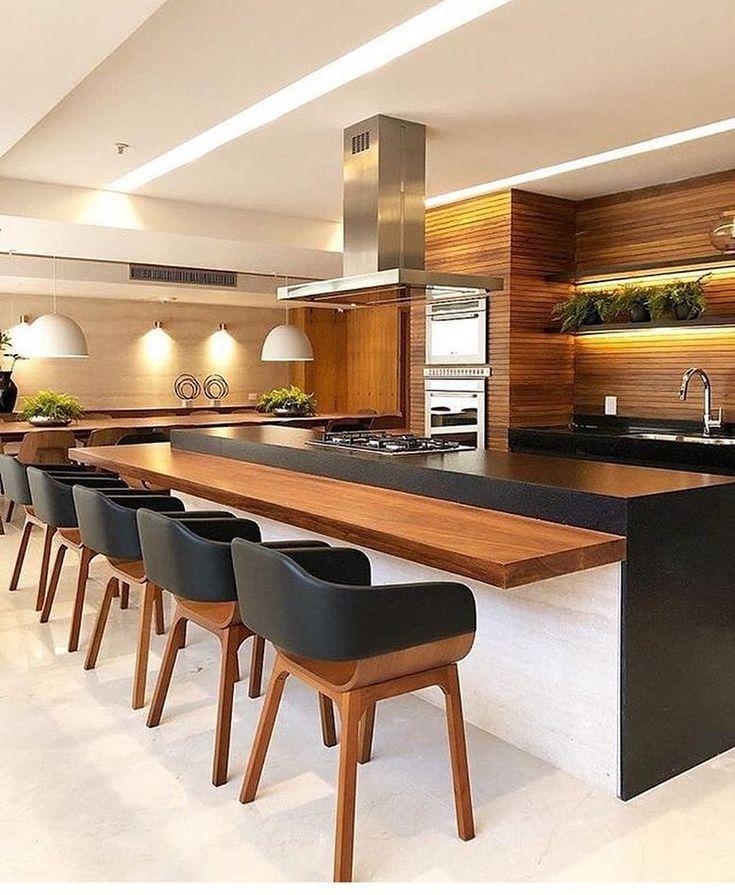 Holz mit Schwarz ist eine perfekte Kombination, um die Umgebung super gemütlich zu gestalten, außerdem sehr elegant, oder? Wir lieben das Design die…