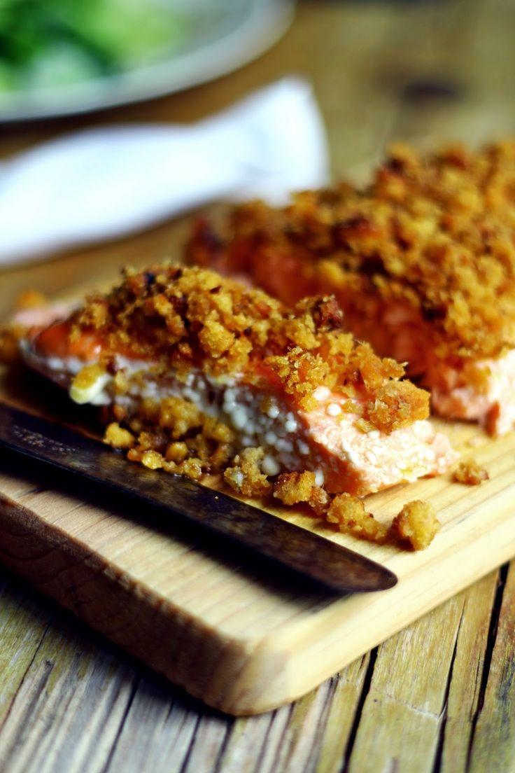 Salmão confitado com crumble de alheira. O crumble tambem poderá ser de Farinheira fica muito bom. Recipe Farinheira Crumble with Salmon. #salmon #crumble #recipe http://www.deliportugal.com/en/catalog/farinheira-61583