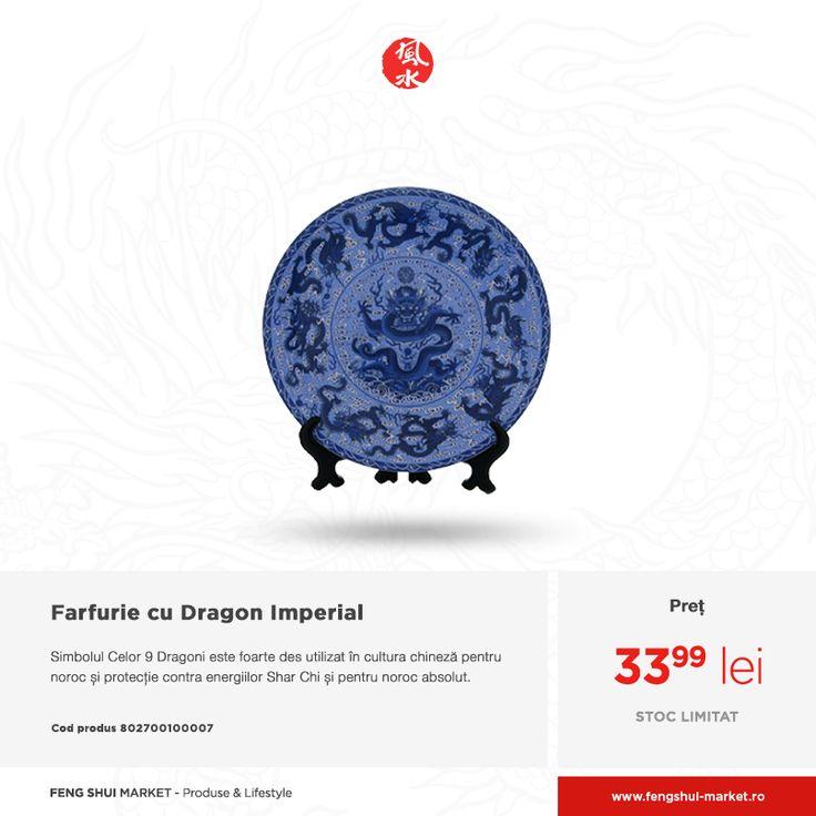 Se spune că acolo unde se află Cei 9 Dragoni, locul va renaște și va înflori. Farfuria decor din porțelan este decorată cu 9 Dragoni și Simbolul Longevității. Aceasta vine dotată cu un suport pentru a putea fi așezată pe comode sau polițe. Cârligul de pe spatele farfuriei o face ușor de atârnat de perete.  Poți să o comanzi direct online: http://fengshui-market.ro/detalii-produs/ro/dragonul-norocos-15/farfurie-cu-dragon-imperial---portelan-3298