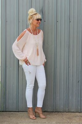 Romantic spring and summer outfit idea | For more style inspiration visit 40plusstyle.com